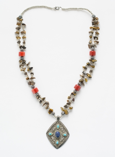 Classical Pendant With Resin Beads Necklace