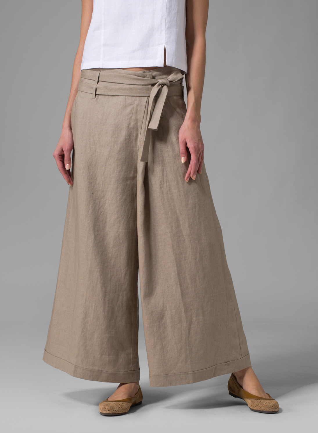 The hem of your pants should just barely skim the ground, allowing the toe of your shoes to be visible. (For an even more fashion-forward take, try hemming your pants about an inch above your ankle.) Below, we shopped out seven different ways you can wear wide leg pants with flats this summer.